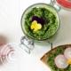 Rezept für Pesto mit Bärlauch, Sesam und Cashewnüssen