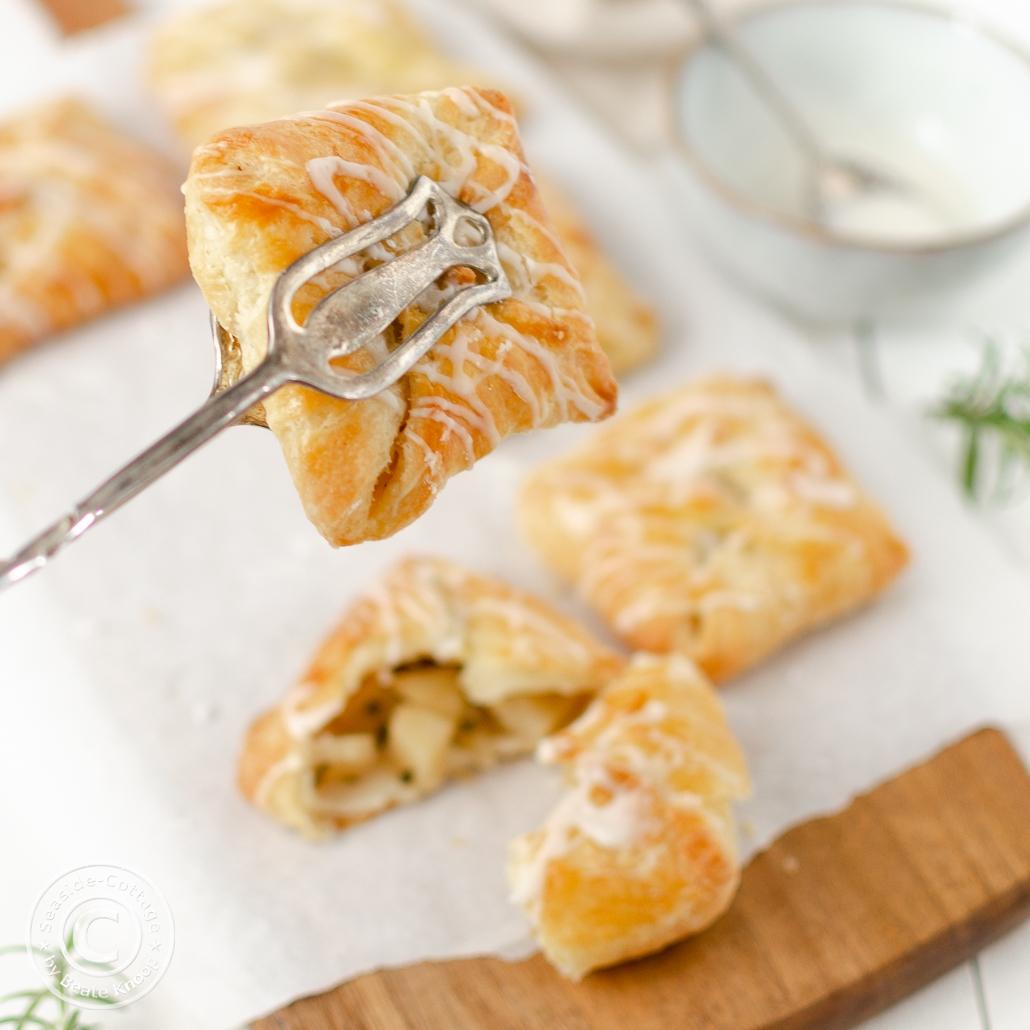 Rezept für leckere Apfeltaschen mit feinem Rosmarin