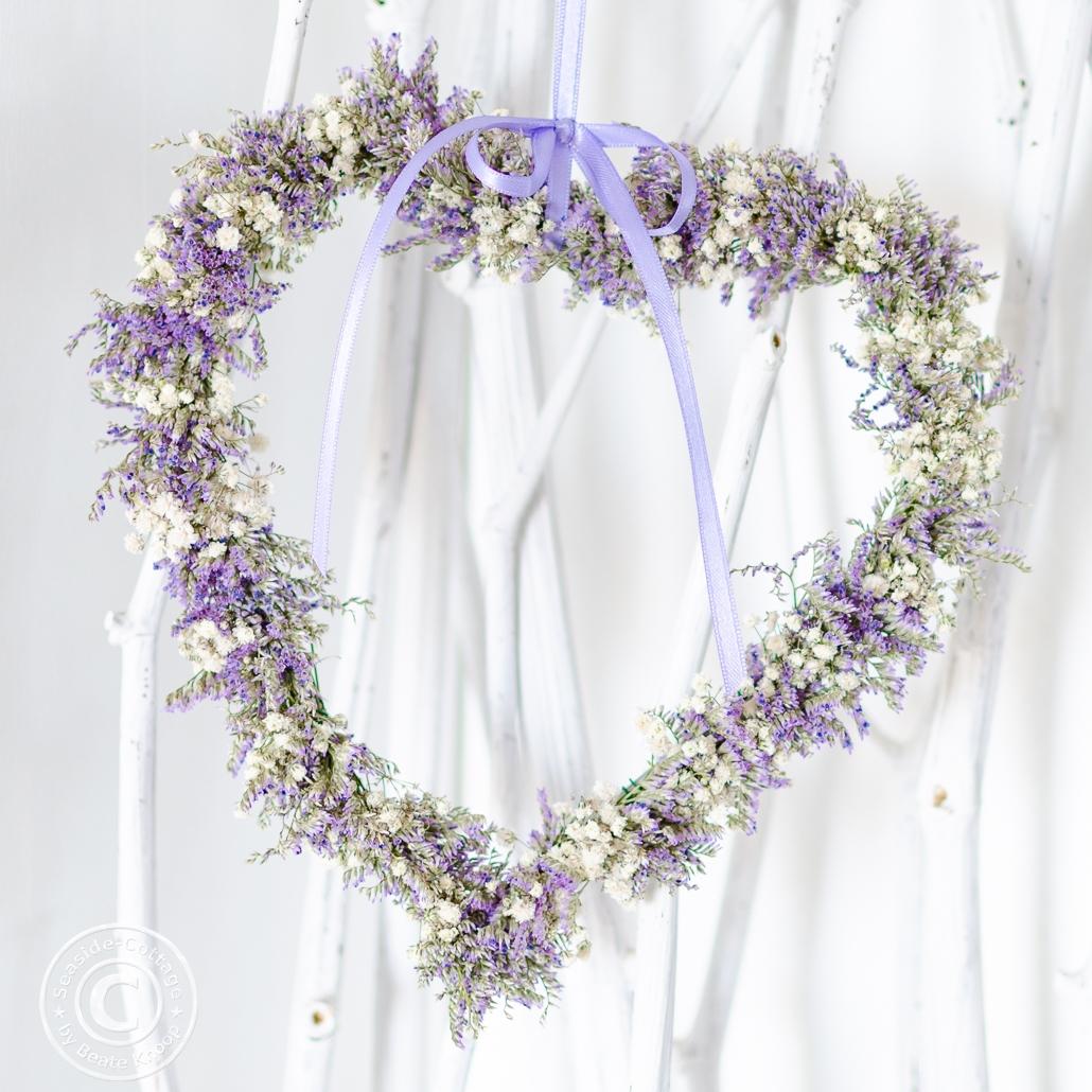 Herzkranz aus zarten Blüten - Hochzeitsdeko