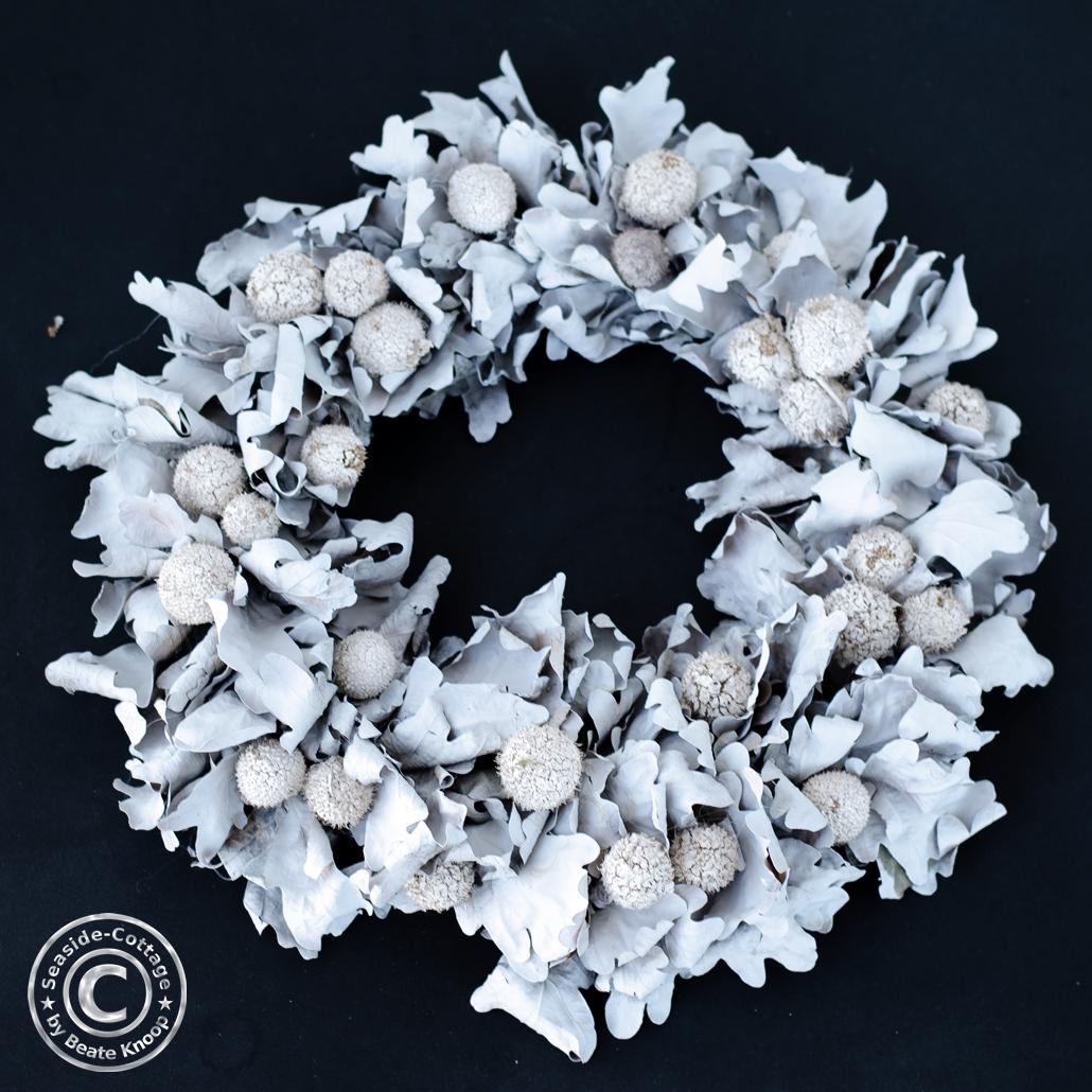 Eichenblattkranz weiß gefärbt