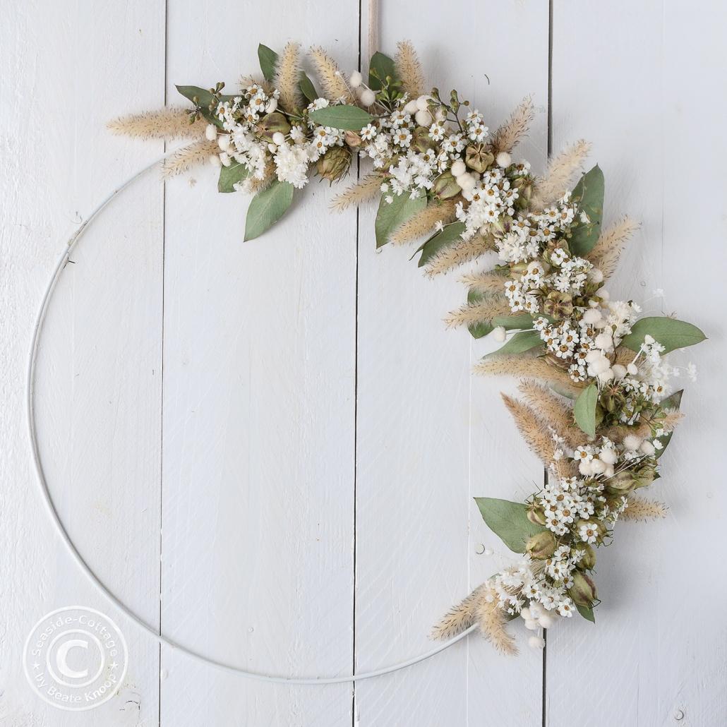 Titelbild für Blogbeitrag Anleitung Kranz mit Trockenblumen