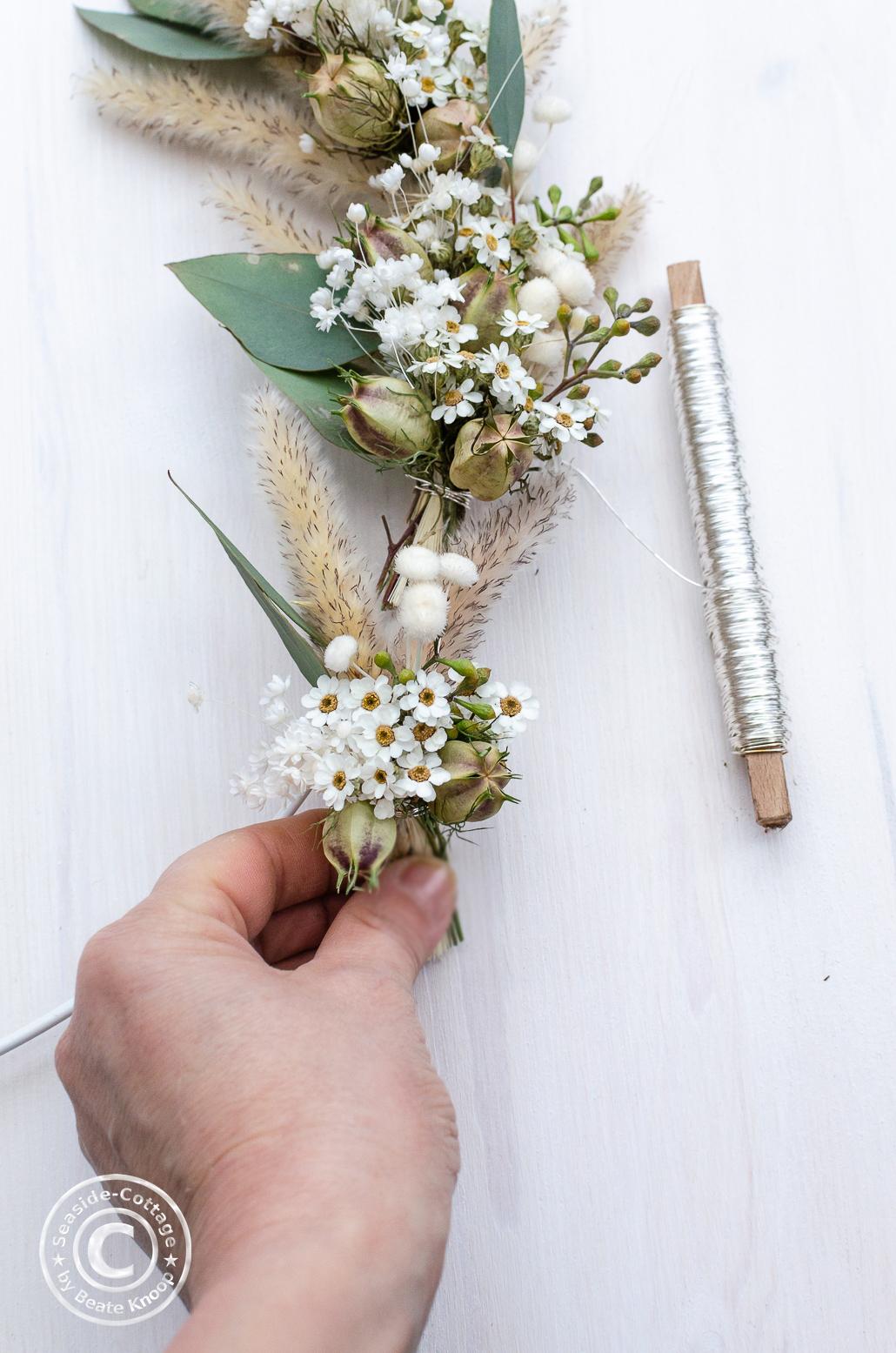 wie Du einen Kranz aus Trockenblumen bindest