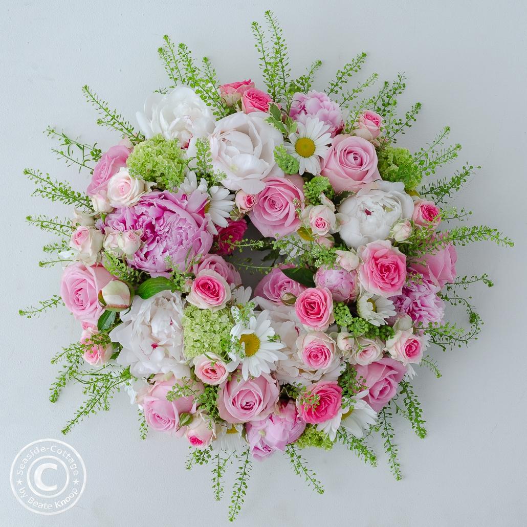 Anleitung Blumenkranz zum Muttertag fertiger Kranz