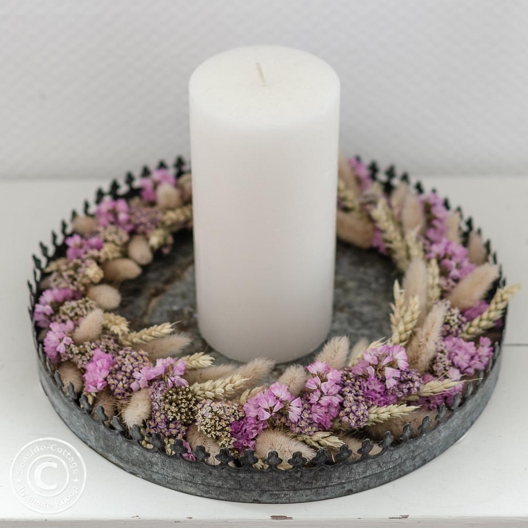 Trockenblumenkranz mit Weizen, Gräsern, rosa Statize und Schafgarbe