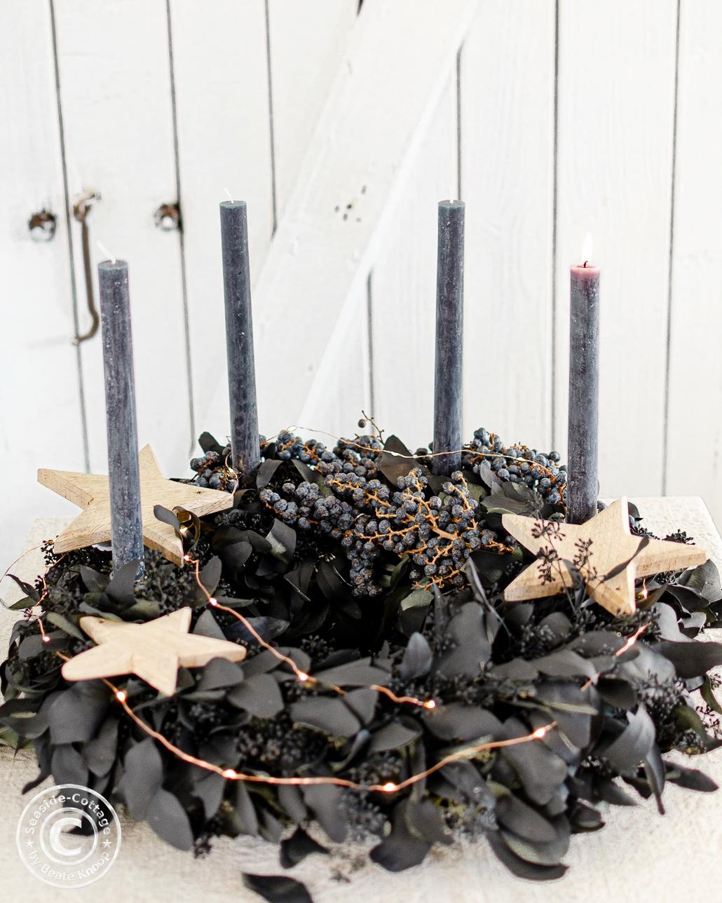 schwarzer Adventskranz aus Eukalyptus