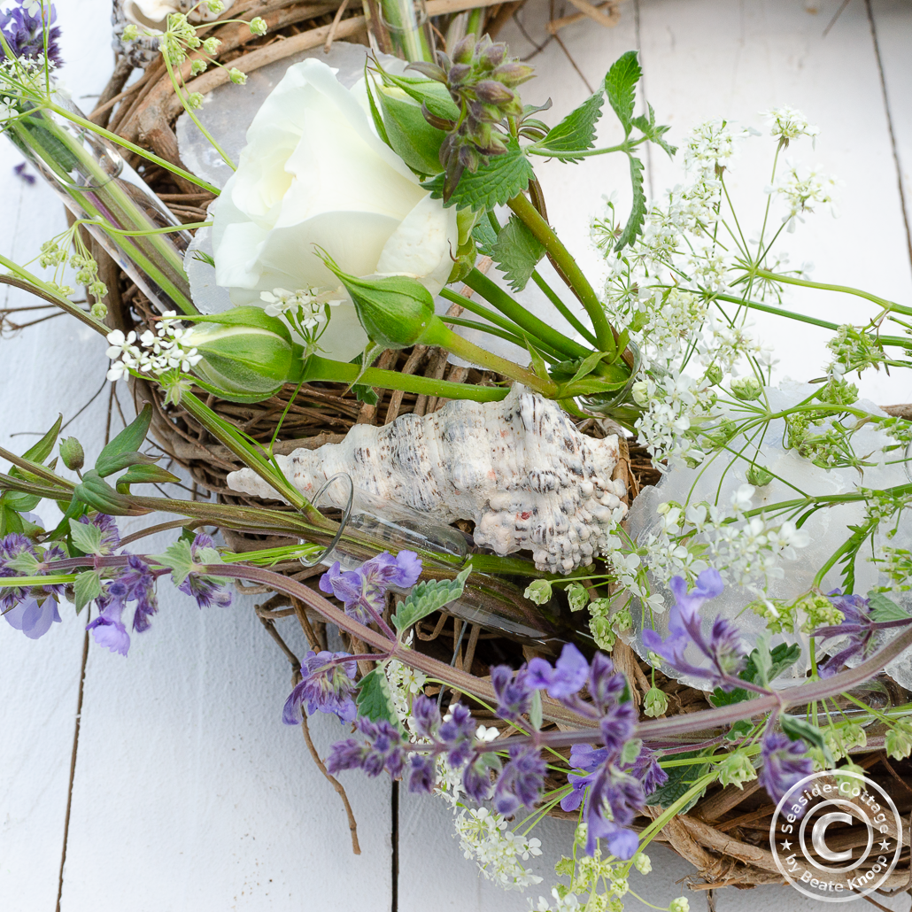 Step 6: Schritt für Schritt Anleitung maritimer Sommerkranz mit Wiesenblumen